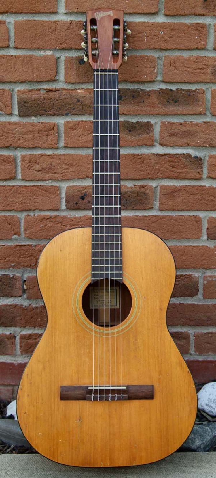 GIBSON CLASSICAL